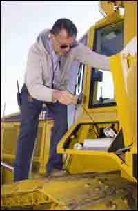 Operator Tim Yednoch