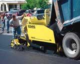 Model 4413 self-propelled asphalt paver