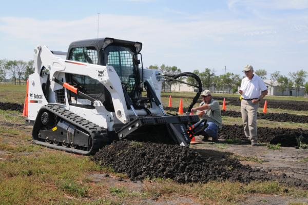 Editors Walt Moore (right) and Frank Raczon put Bobcat's T590 to the test.